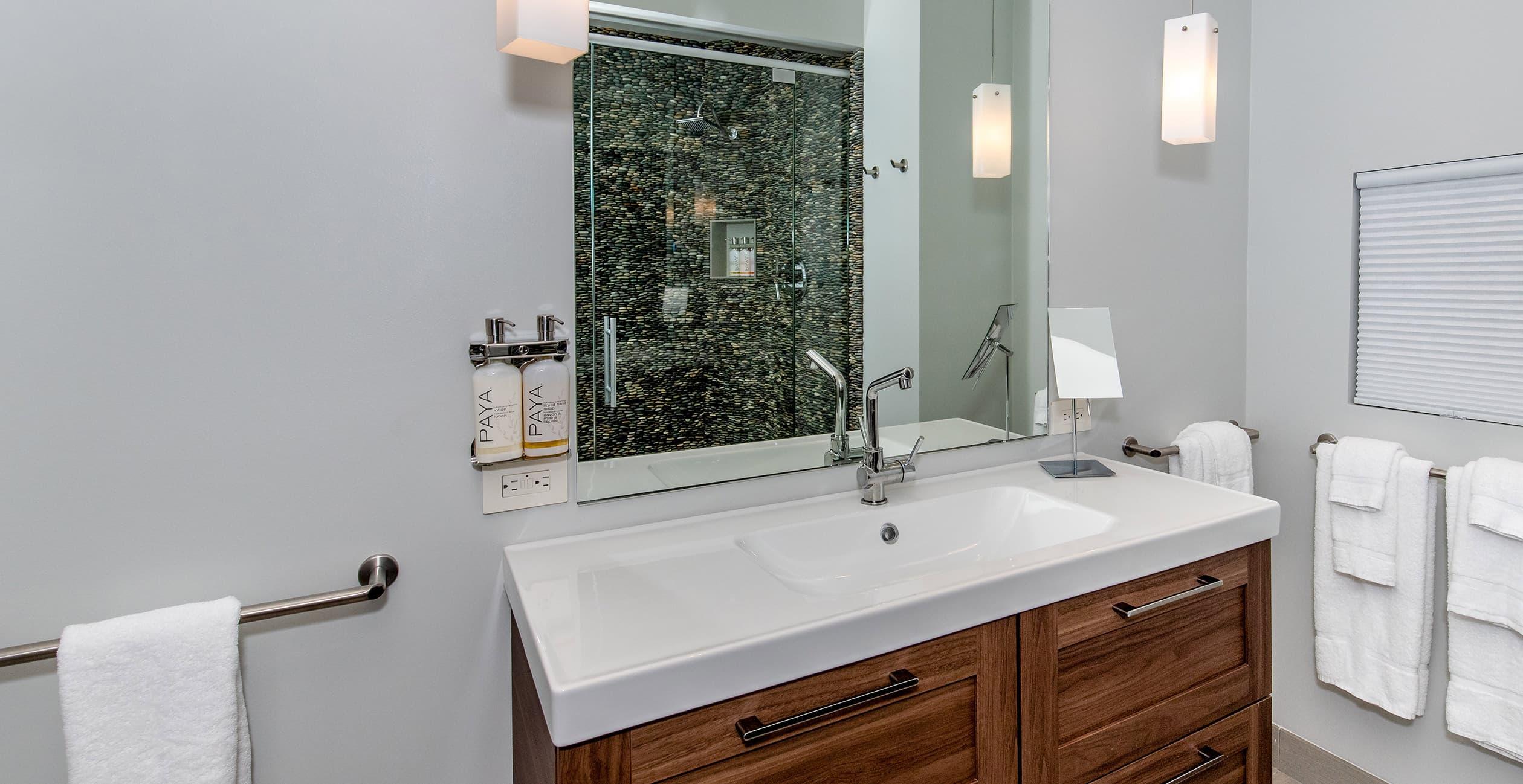 Sunset House bathroom
